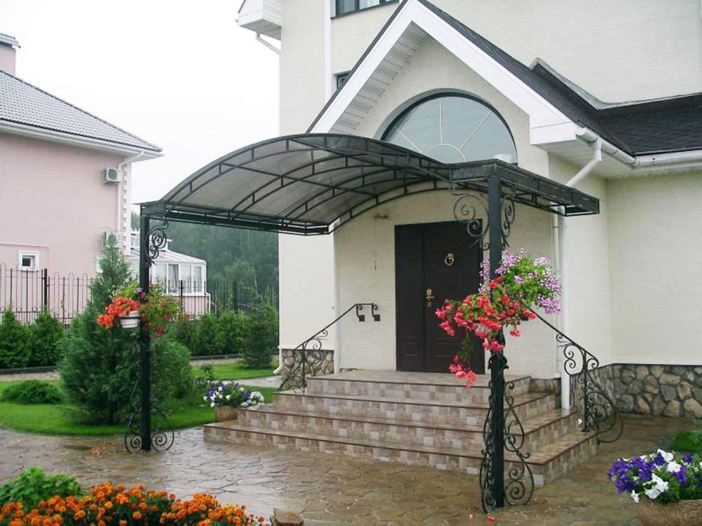 Крыльцо для дома из поликарбоната фото