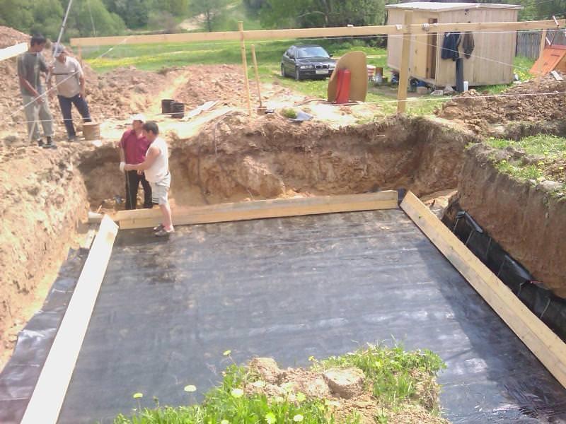 Как делать гидроизоляцию фундамента — практические советы