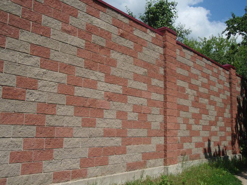 Монолитный бетонный фундамент для забора