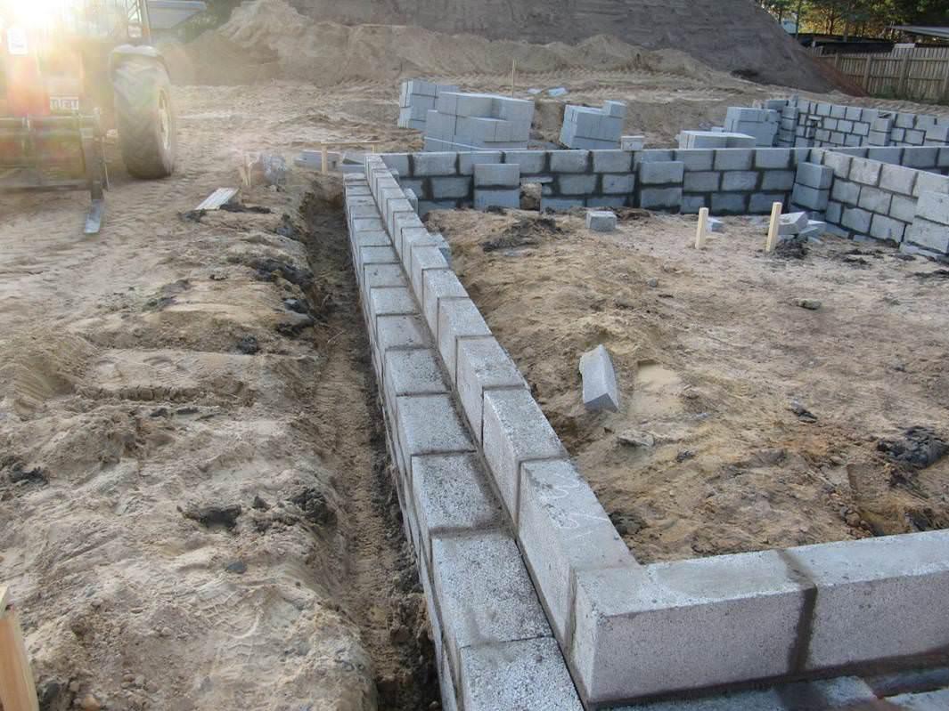 кладка фундаментных блоков 20х20х40