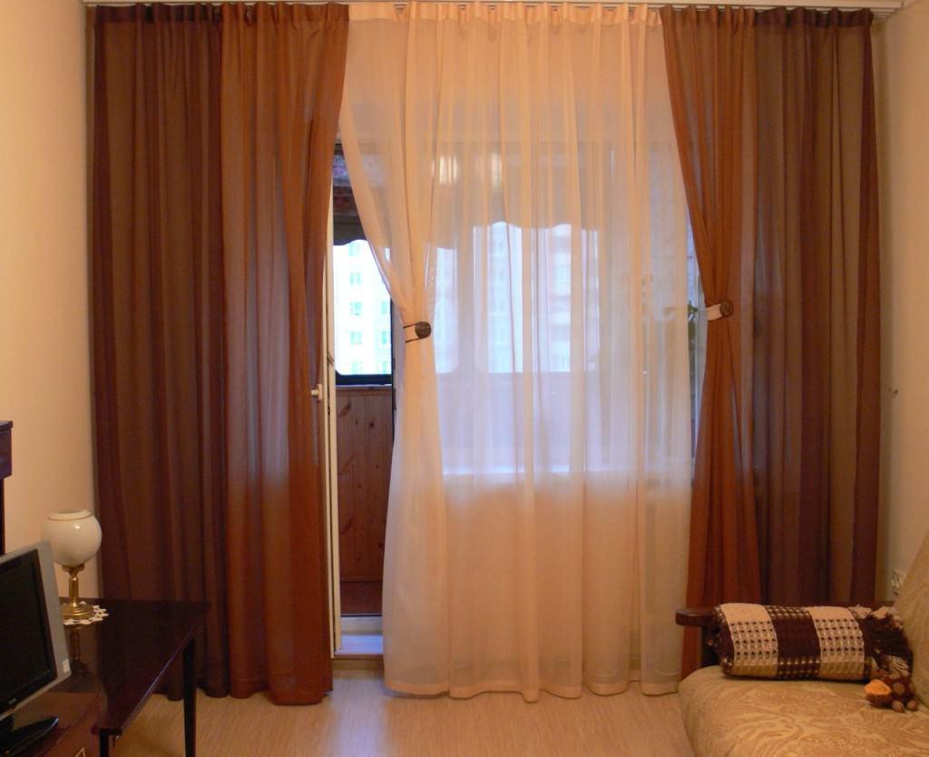 Шторы на балконное окно с дверью